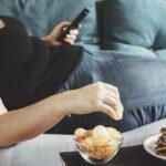 Jedzenie śmieciowej żywności zwiększa ryzyko depresji – sugerują analizy przeprowadzone w wielu krajach